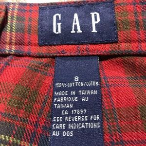 Gap mini Skirt size 8. Great for the holidays!